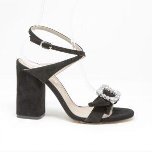 Sandalo in camoscio con cinturino doppio giro sulla caviglia e accessorio con fiocco e accessorio per pietre swarovski