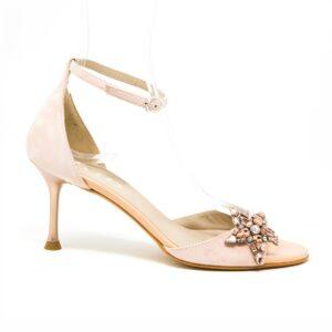 Sandalo in camoscio con cinturino alla caviglia e accessorio con pietre Swarovski sul frontale